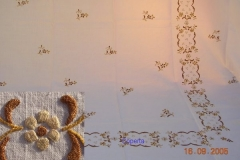 Coperte ricamate a mano con motivi floreali 2